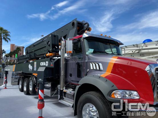 △中联重科CIFA展示的K38L混凝土泵车