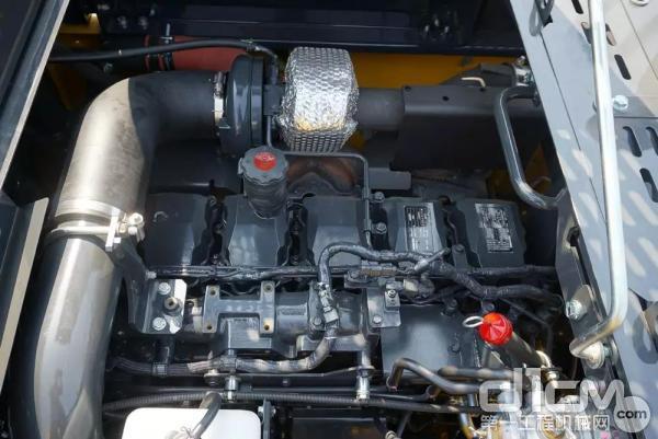 小松PC500LC-10M0发动机实拍图