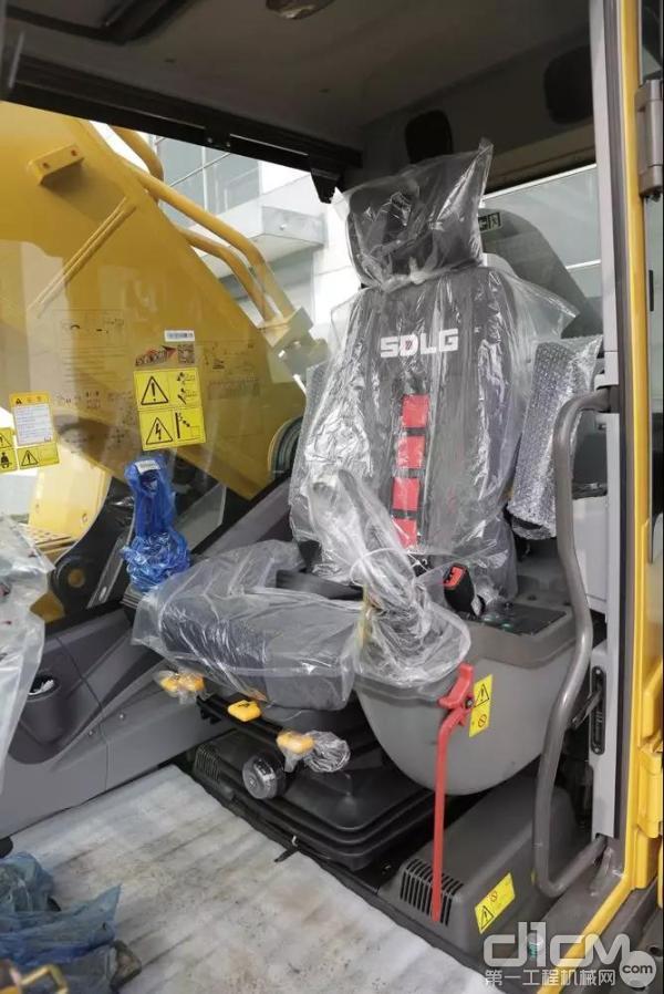 山东临工E6500F驾驶室