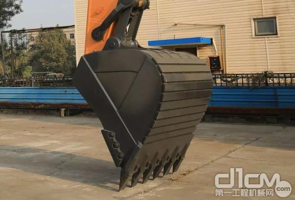 配置2.6m³矿山型铲斗