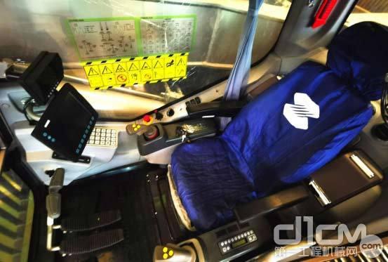 △ ZR360L旋挖钻全新一代驾驶室一览