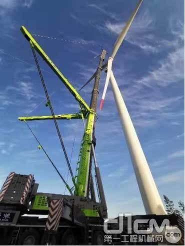 △中联重科ZAT8000全地面起重机助力雪峰山风电项目