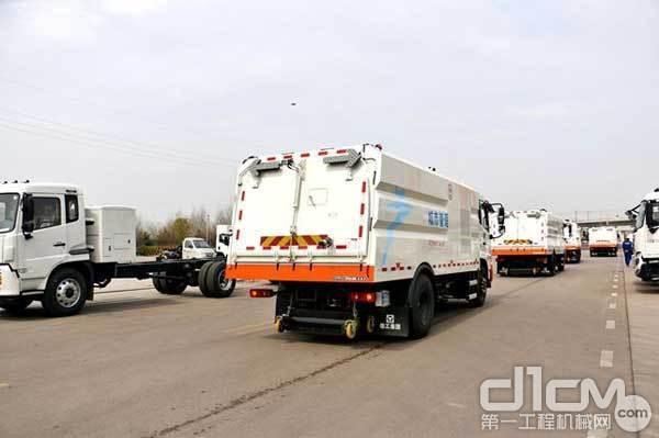 十余台大吨位车厢可卸式垃圾车