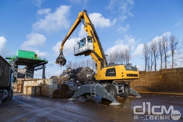 LH 60 M工业Litronic是专门为重型废钢废料处理而设计的。