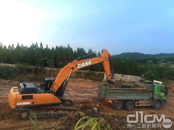 凯斯CX380C-8履带<a href=http://product.d1cm.com/wajueji/ target=_blank>挖掘机</a>