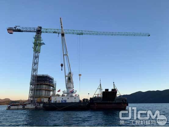 △助建佩列沙茨跨海大桥的中联重科T7020-12H(IL)塔机