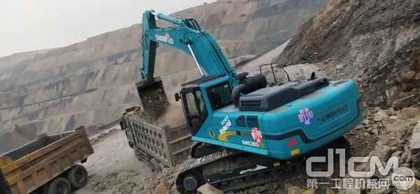 山河智能SWE385ES节能挖掘机