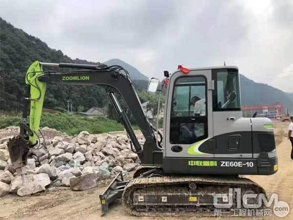 老陶置换的新中联重科极光绿ZE60E-10挖掘机