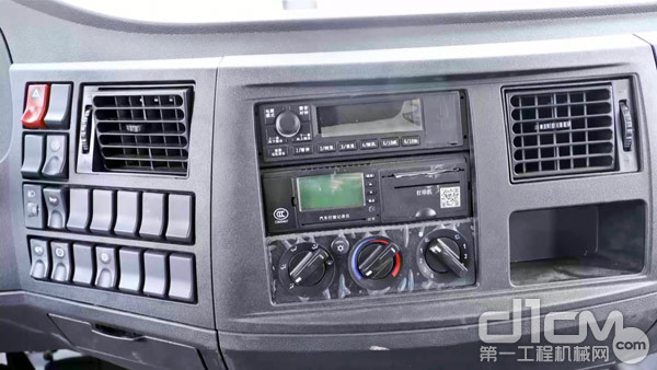 中控台上有很多功能按钮