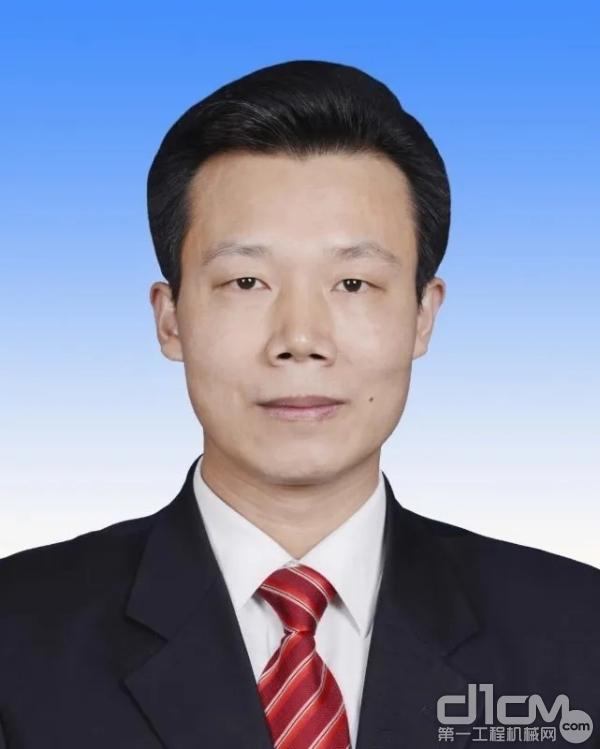 工业和信息化部运行监测协调局副局长鲁成军