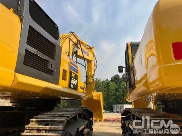 小松PC500LC-10M0挖掘机侧后方拍图