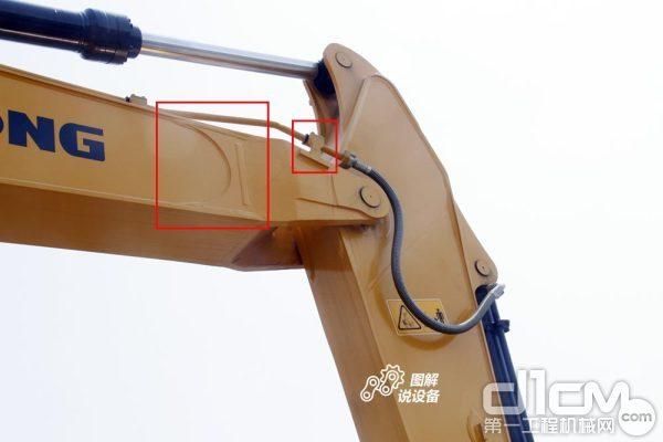 挖掘机动臂的前支座与斗杆末端的连接处