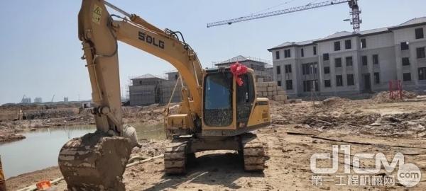 山东临工E6135F挖掘机