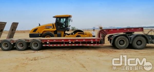 奔涌吧!巨浪!徐工最大噸位壓路機XS395助力山東填海工程建設!