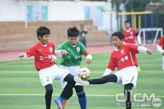 图丨三一赞助新疆小学足球赛事