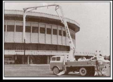 1977年中联重科前身长沙建机院成功设计并生产了中国第一台泵车