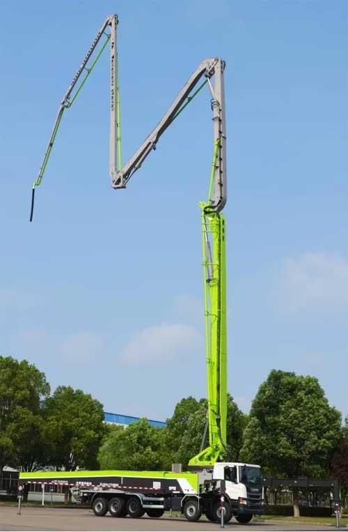 全球五桥合规最长臂架泵车——凌云系列67米镂空臂架泵车