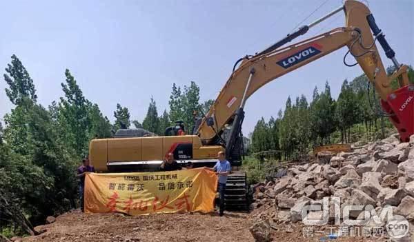FR560E2-HD挖掘机交付客户