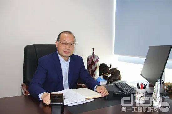 协会会长助理、编委会副主任吴培国主持会议