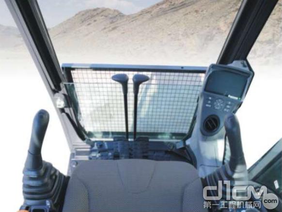 CX240C-8舒适的驾驶环境