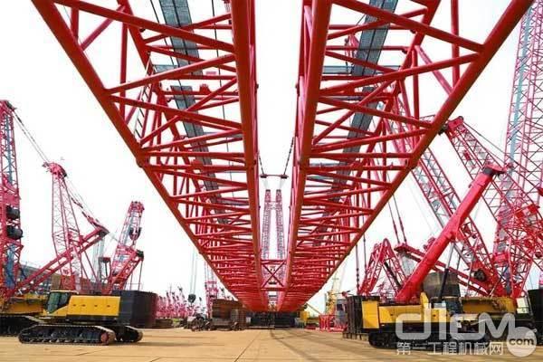 三一重工自主研发生产的4000吨履带起重机