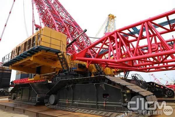 三一重工4000吨履带起重机局部拍图