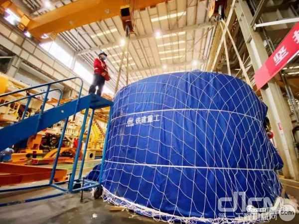 复工首日铁建重工自主研制盾构机出口土耳其,让员工信心倍增,也向国外客户传递了中国企业抗击疫情、践诺履约的决心和实力