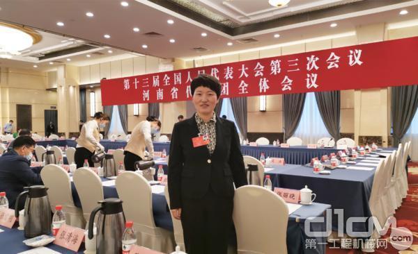 全国人大代表、中铁装备副总经理王杜娟