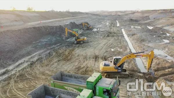 安徽滁州的一处水库建设施工现场