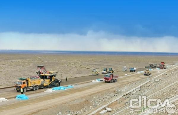 徐工成套路面军团现身新疆首个PPP项目——新疆巴哈公路项目