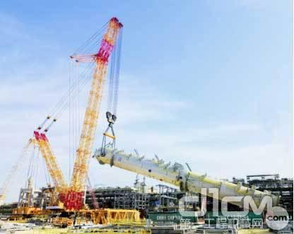 徐工四千吨级履带吊正在施工