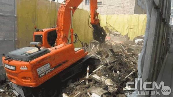 斗山DX60W ECO新品轮式挖掘机在施工