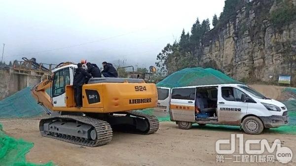 第五台利勃海尔挖掘机 R 924交付
