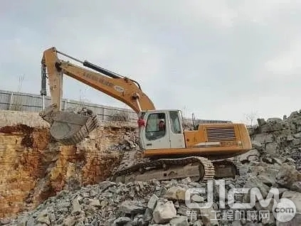 利勃海尔挖掘机