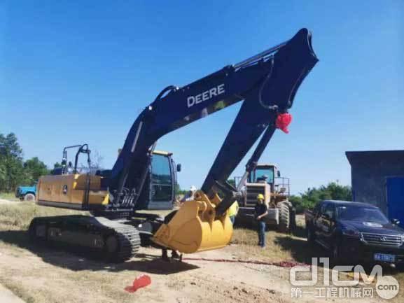 新一代E210挖掘机
