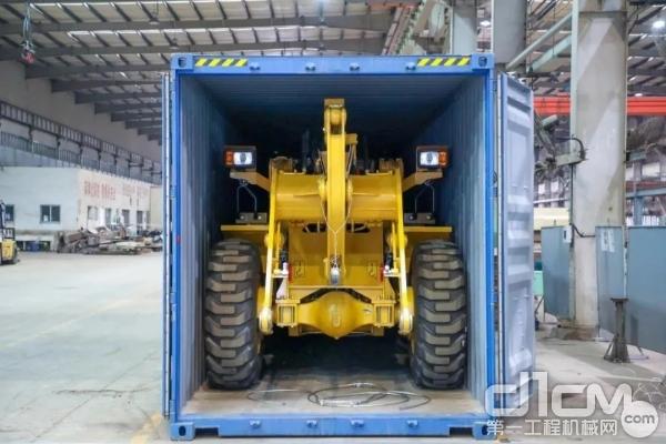即将出口欧洲的厦工装载机产品(图 / 厦门日报 记者 张奇辉)