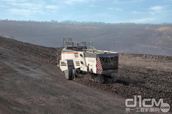 维特根新型 220 SM 3.8 露天采矿机在印度东部 Talcher 镇附近以最大精度并十分经济地开采煤炭