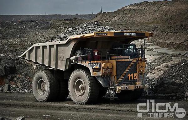 CAT®793F矿卡正在工作