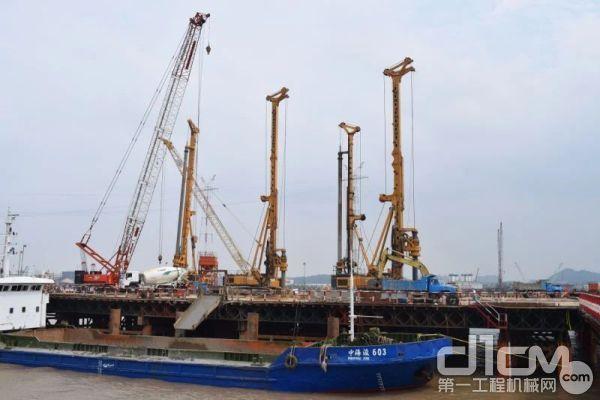 徐工XR550D在椒江特大桥施工