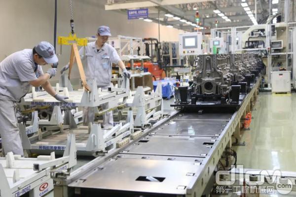 汉马发动机生产车间