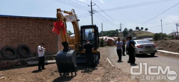 厦工设备得到村民们的一致认可