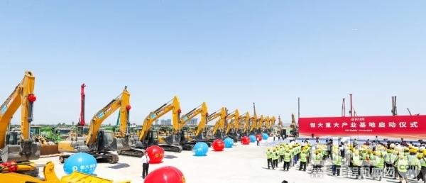 30余台徐工中大挖助力项目建设