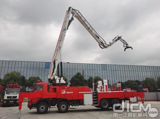 三一28米大功率多功能举高破拆灭火消防车
