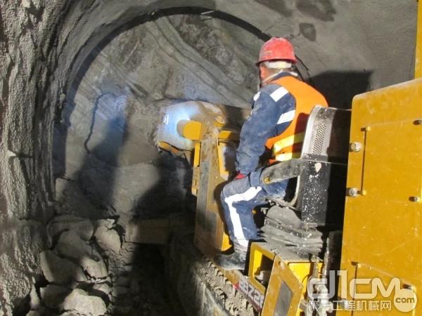 徐工EBZ260悬臂式隧道掘进机在西南腹地--贵阳地铁施工