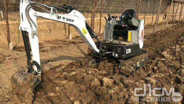 山猫E20挖掘机