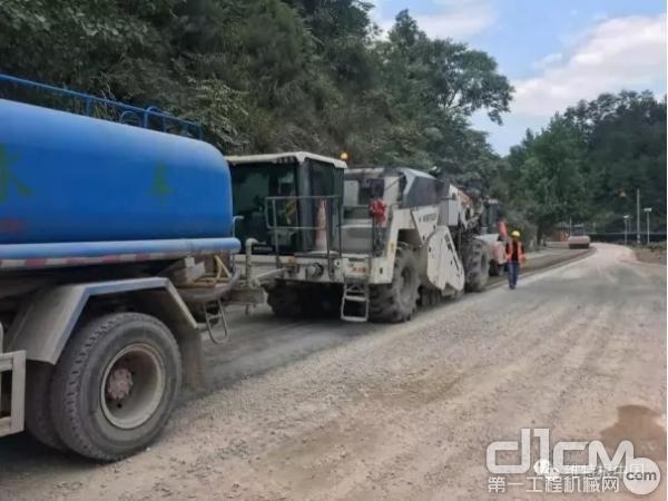 WR 250大厚度水泥就地冷再生技术成功应用于贵州凯里G320改造