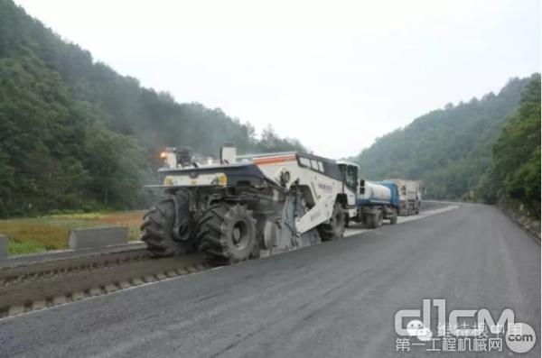 陕西商洛312国道:WR 250 水泥就地冷再生应用
