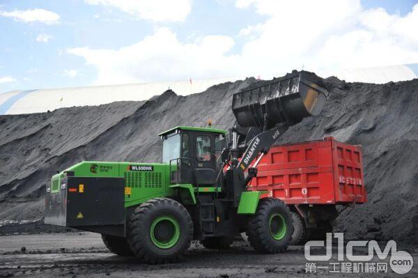 某煤场作业场景