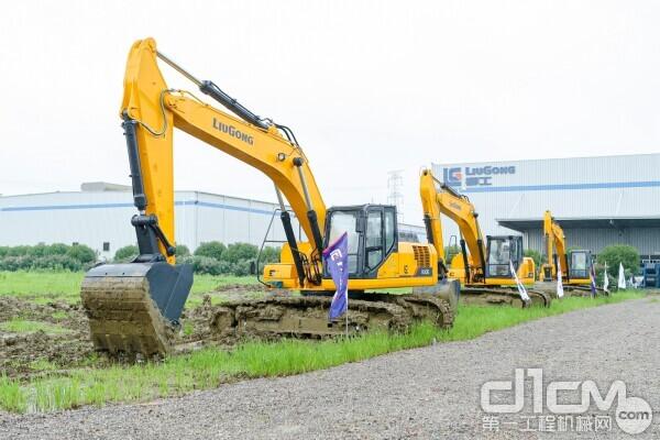 921E、925E、930E挖掘机展示区