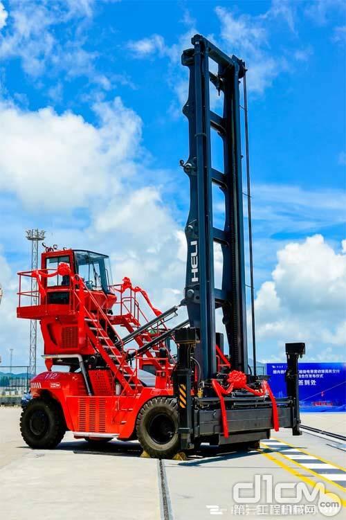 国内首创增程式超级电容7层混合动力集装箱堆高机